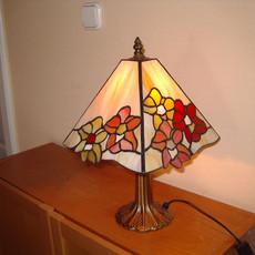 Tiffany lámpa orchideákkal