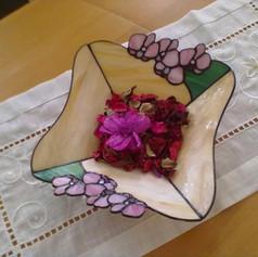 Tiffany tál orchideákkal