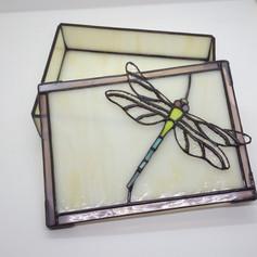 Tiffany díszdoboz szitakötővel