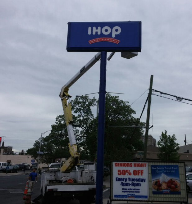 Ihop - Pylon Sign