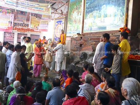 Details of ShreeNathji Mukharvind at Jatipura, Shri Govardhan