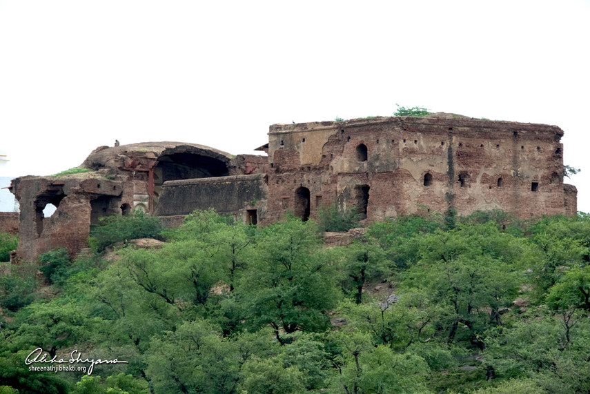 Ancient mandir on Shri Govardhan