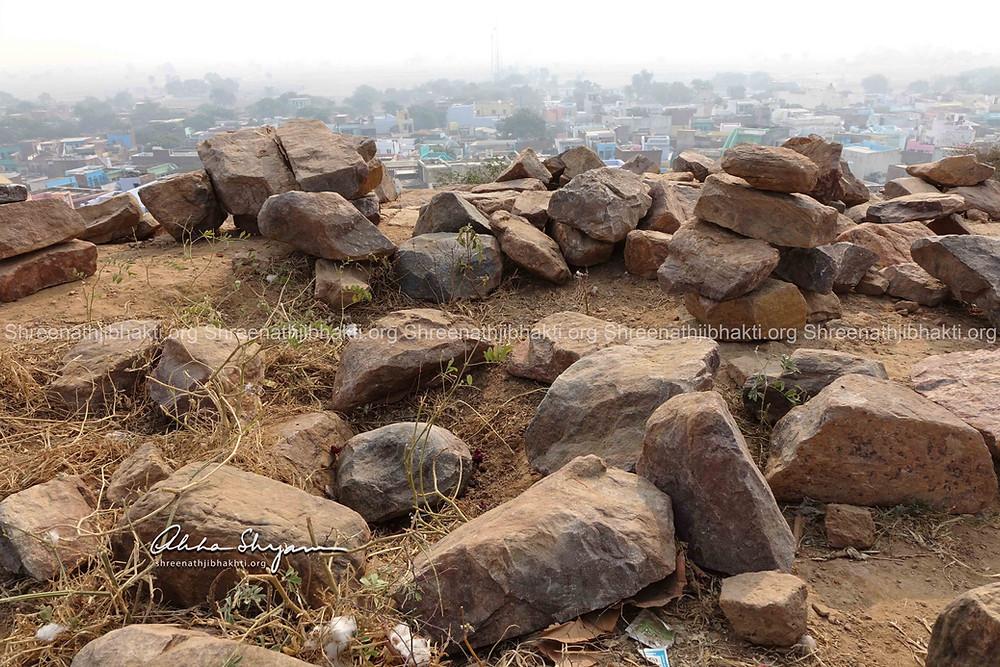 ShreeNathji Pragatya sthal on Shri Govardhan