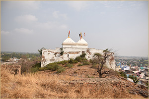 View of ShreeNathji mandir on Girirajji