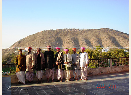 The gayak mandli at ShreeNathji Haveli in the year 2008