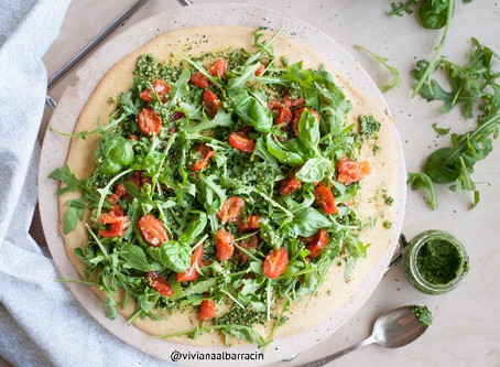 Recipe - Cauliflower Crust Pizza with Pesto and Arugula