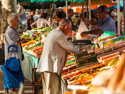 Saturday morning at Lavaur's farmers market