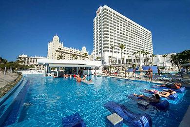 piscina-bar-pool-1_tcm55-131981.jpg