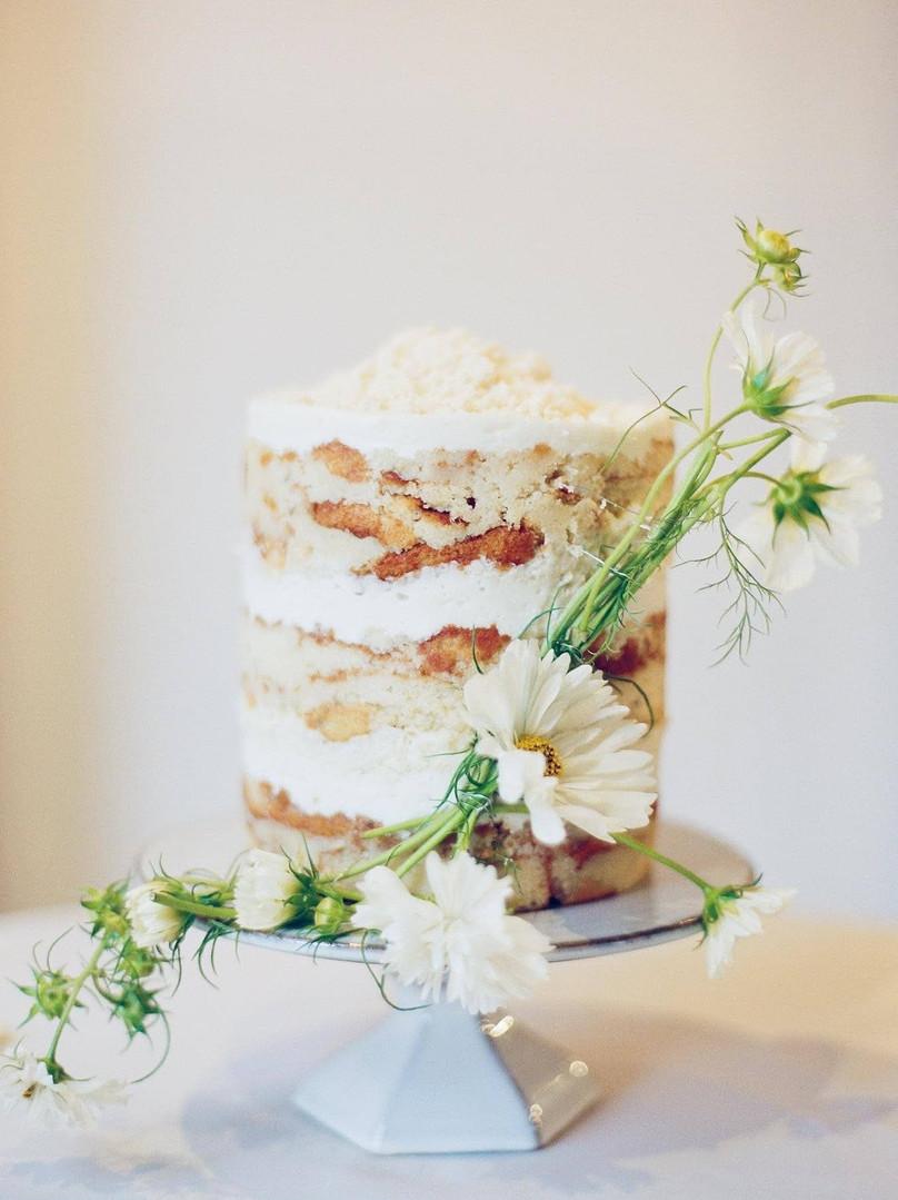 Photo Sweet Jule Photography & Love Be Photography Cake Daugthers Baking Florals Vicka Hansen Bar Service Barnestending & GoldenAge Wine Rentals ERU Bham Flatware Civilstone Ware