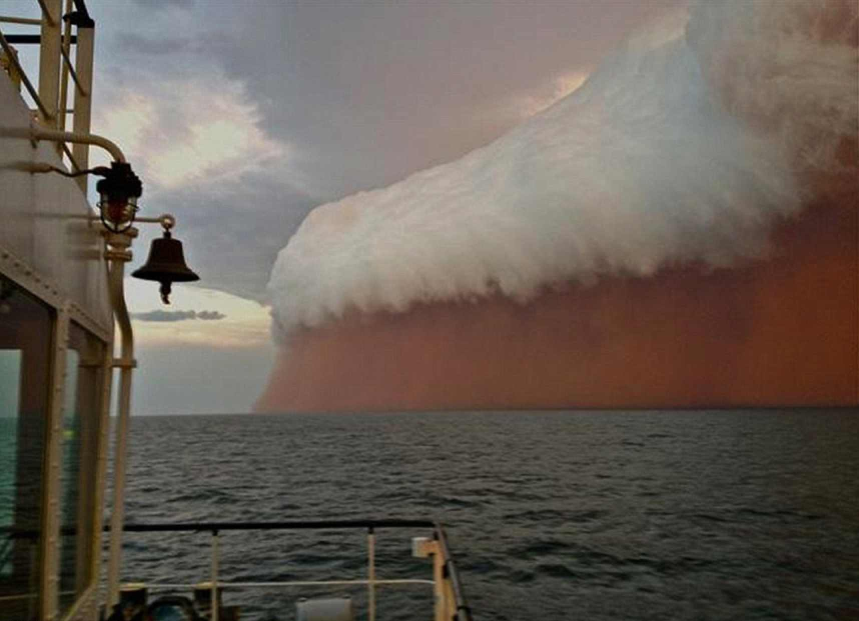 Dust storm - gets blown out to sea