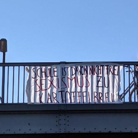Ein weiteres Banner direkt an der Monumentenbrücke. Auch einen Tag später hing das Banner dort noch.