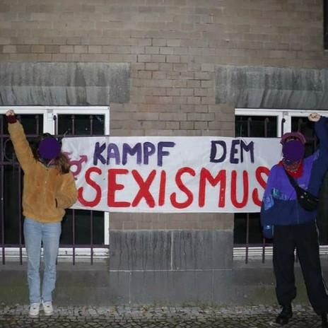 """Hier das 2. Banner """"Kampf dem Sexismus"""""""