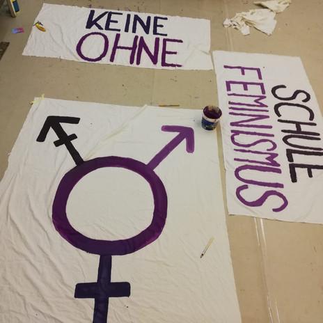 Die drei kleineren Banner