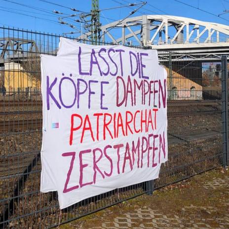 Das zweite Banner haben wir im Gleisdreieckpark aufgehängt. Leider mussten wir dieses Banner nach kurzer Zeit wieder abnehmen. Aber wir haben dafür einen anderen guten Ort gefunden.