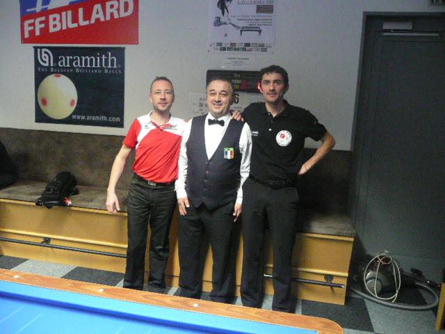 1ère demi-finale Julian (en rouge) et Benoit. Arbitre Richard