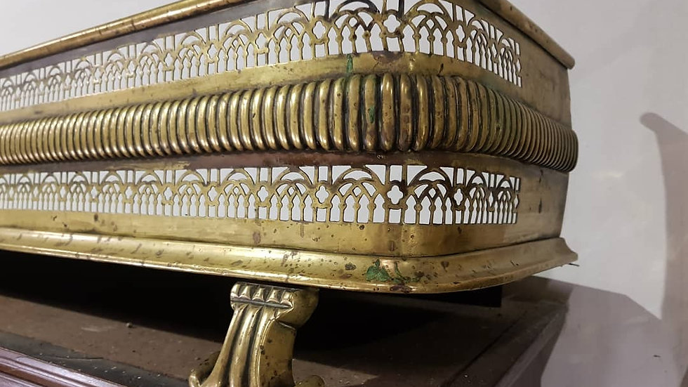 A good quality 19th century brass fender having open pierced decoration.
