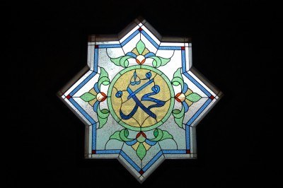 6816443-arabic-stained-glass (1)