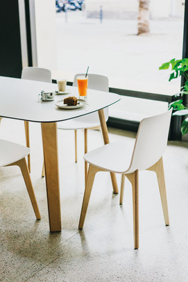 Holztisch von Enea