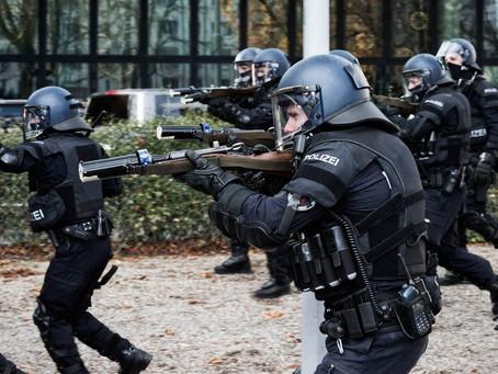 """""""Grundsatz der Waffengleichheit"""" Strafverteidiger Andreas Noll sucht auf Twitter Polizisten"""
