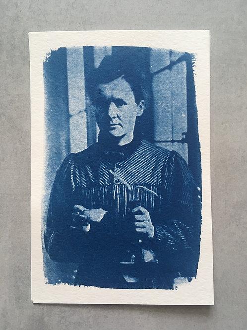 Mulheres incríveis: Marie Curie_ Nuvem cianotipia