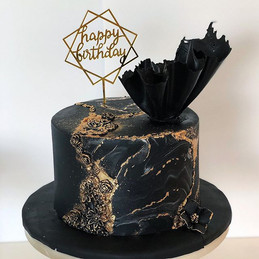 Such a gorgeous black and gold cake by _