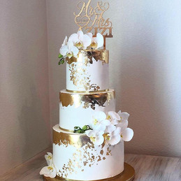 Gold and White Wedding cake by _emma_cak