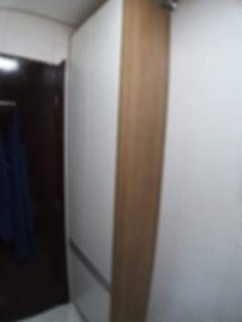 armário multiuso em mdf branco e madeirado cor itapuã