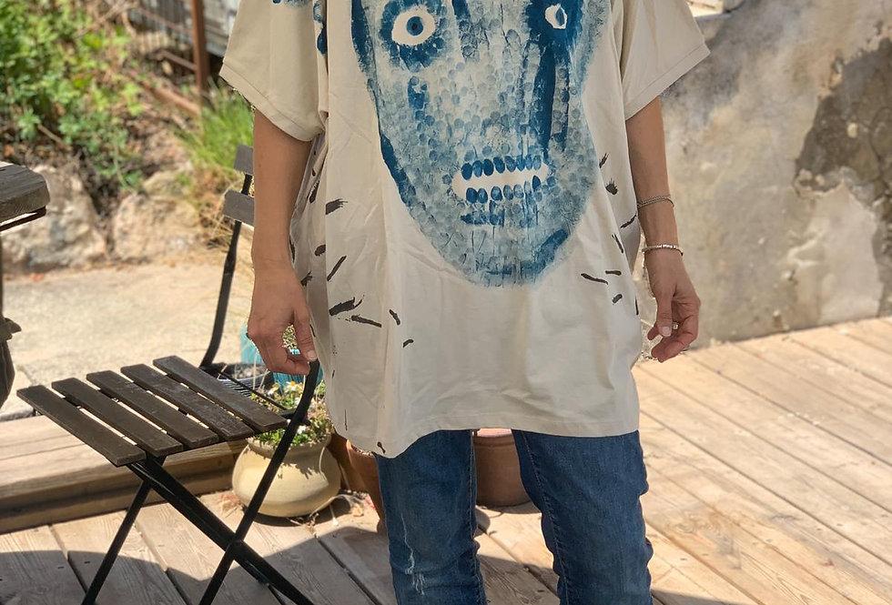 חולצה בציור מודפס - by Jinn Tshirt