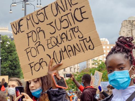 Sui movimenti di sviluppo   La questione razziale in risposta a Mattia Carbone
