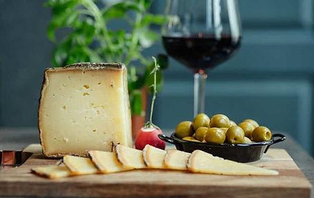 queso-vino-aceitunas-770x485.jpg