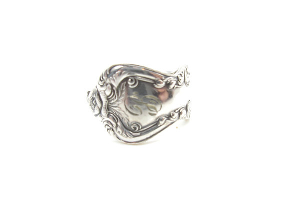 (B) Spoon ring.