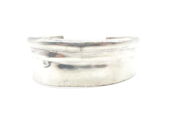 Silverware tray cuff.