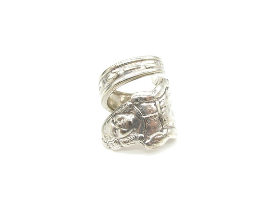 Cecilie spoon ring.