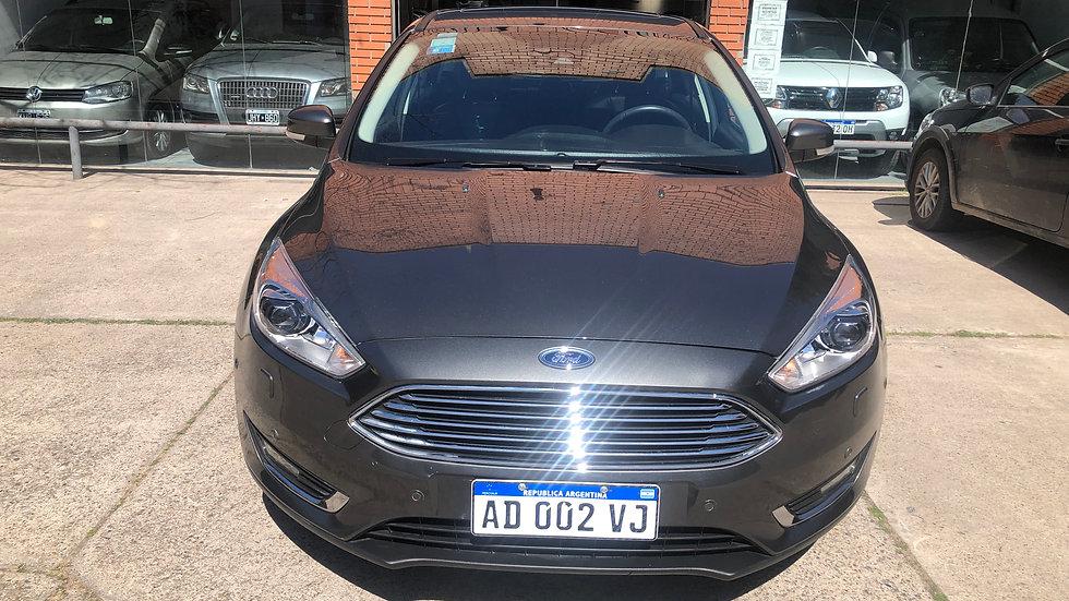 Ford Focus Titanium 1.6 MT