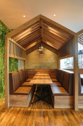 RIS CAFE様 テーブル席