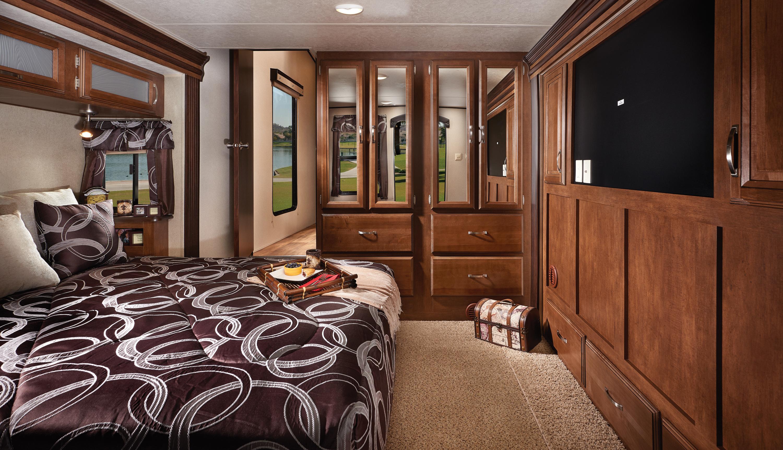 WW_Lodge_4102BFK_Bedroom