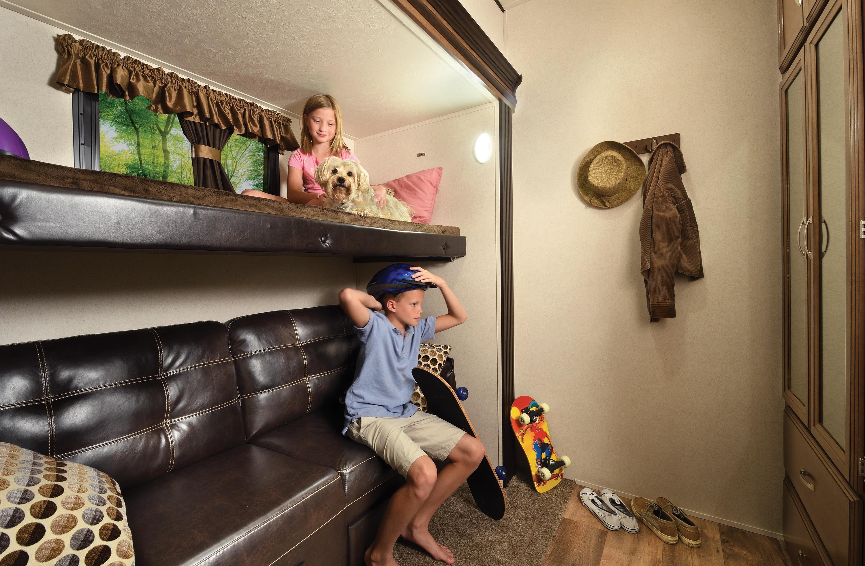 Heritage_Glen_368RLBHK_bunk_room_with_models