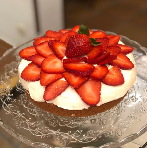 Tarta de Fresa Con Nata