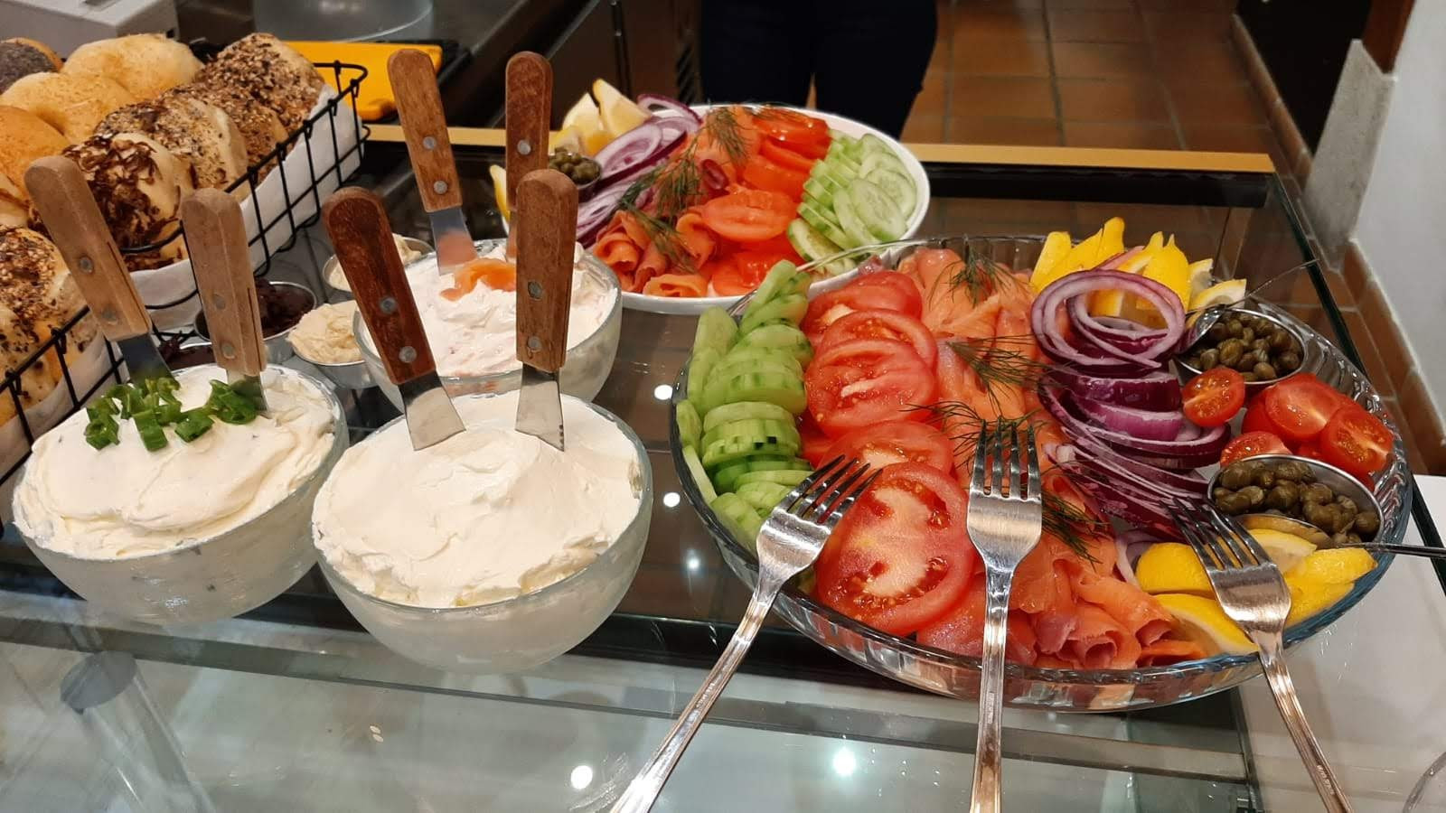 Many types of cream cheese
