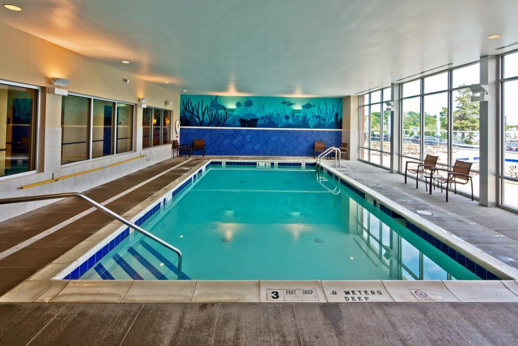 Hyatt_pool_indoor.jpg