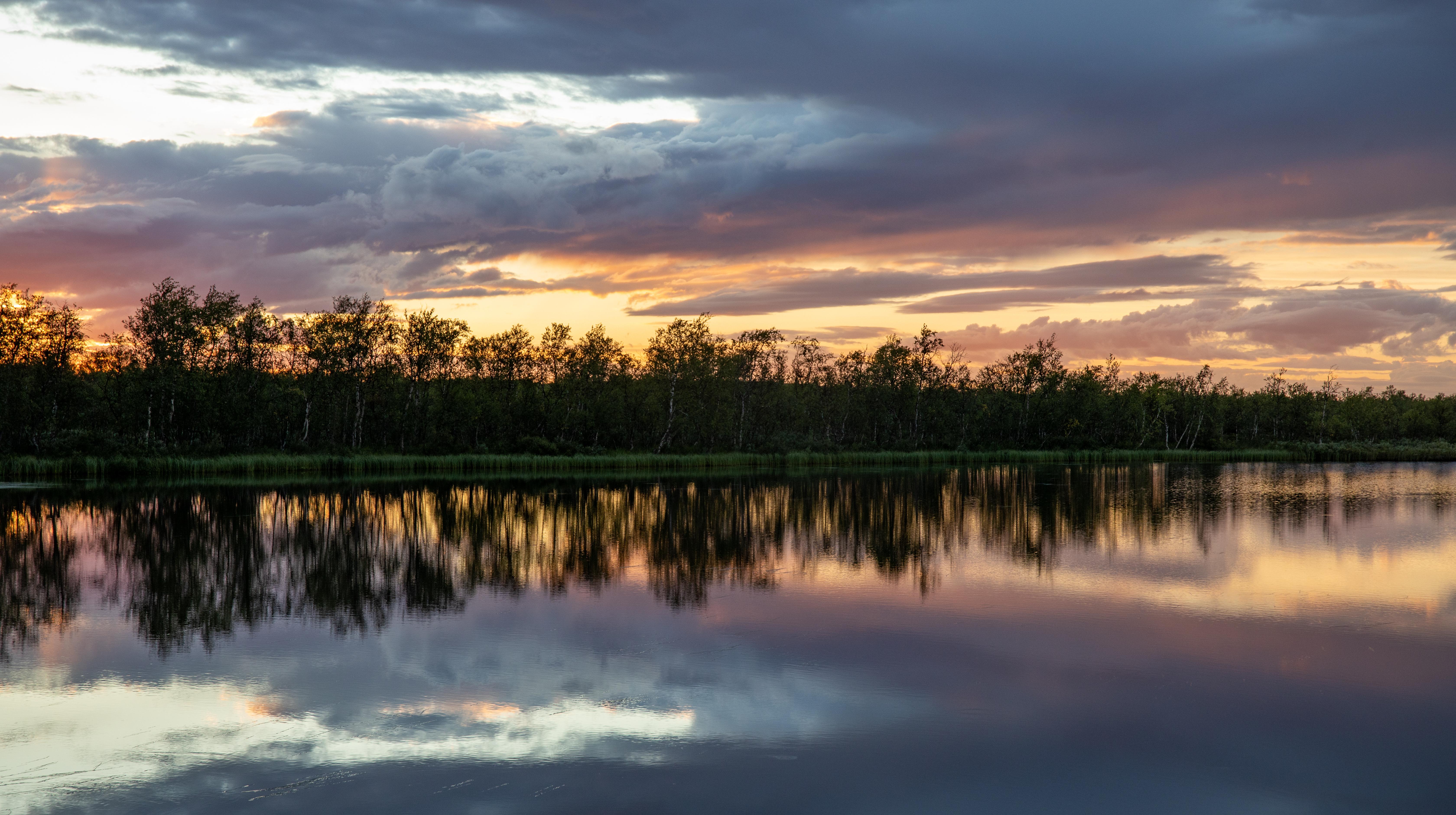 Stille vann solnedgang
