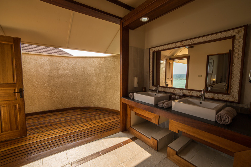 Nakai Resort Maaya' bathroom