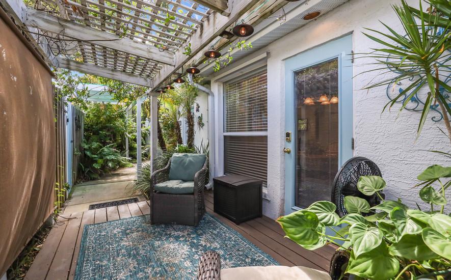 Hibiscus villa tropical patio