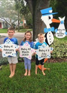 stork sign, yard, children, siblings