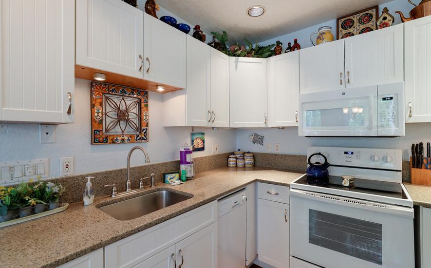 Oleander full kitchen