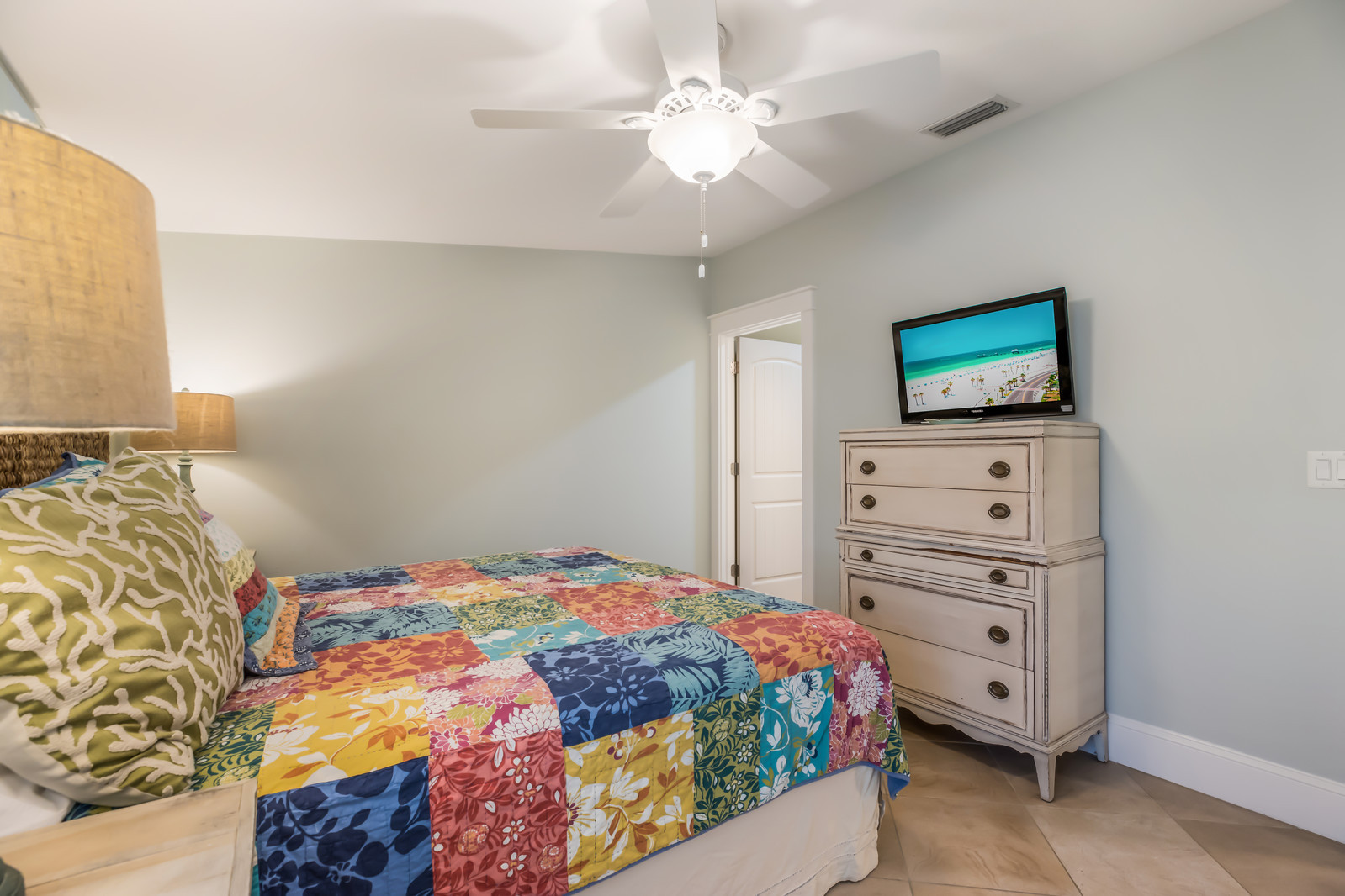 Master Bedroom - Cable TV