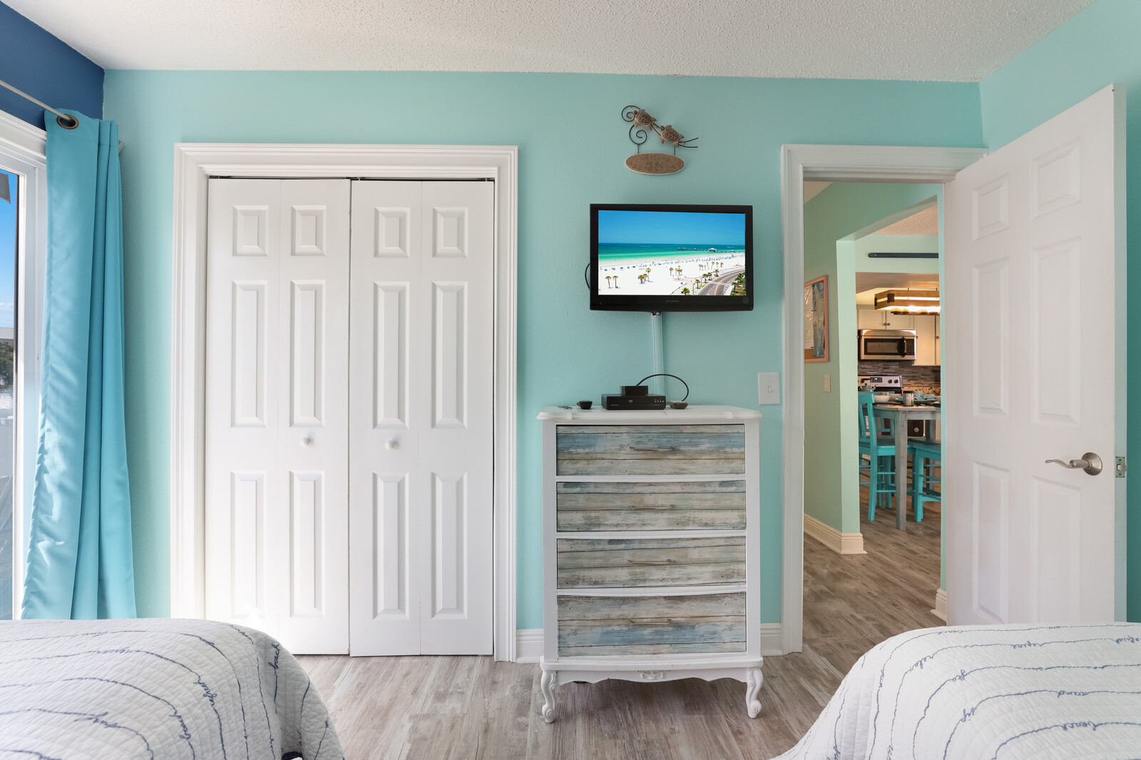 Twin Bedroom with Cable TV