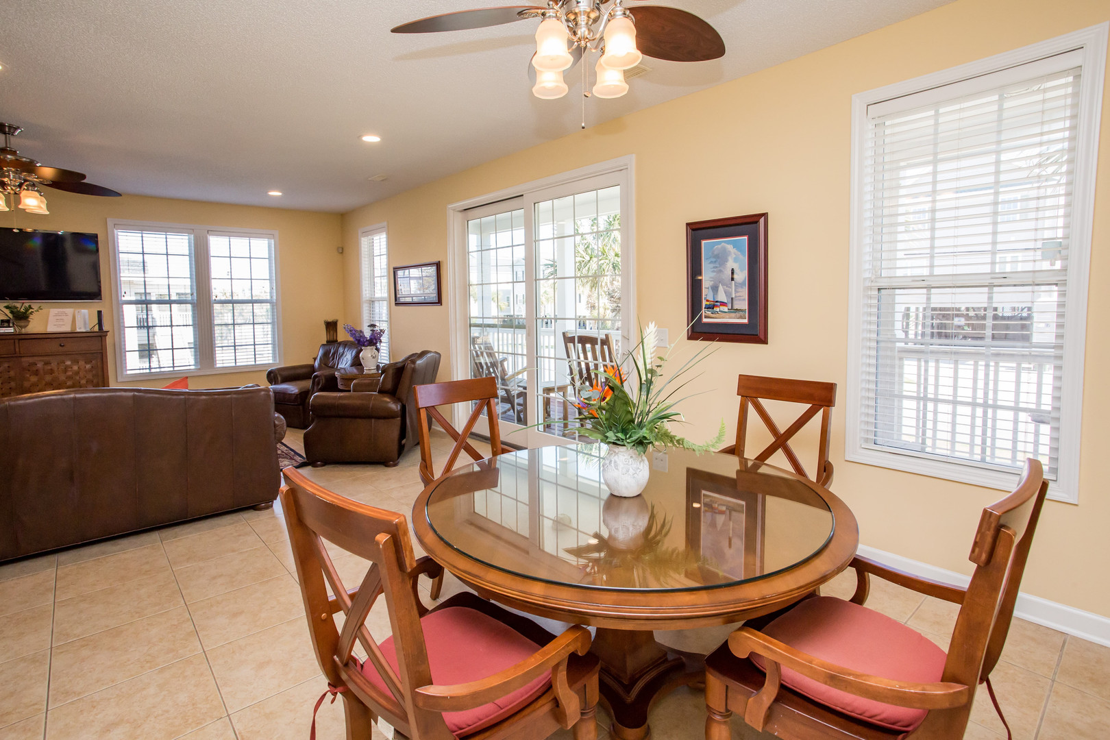 13 Flam Dining Nook