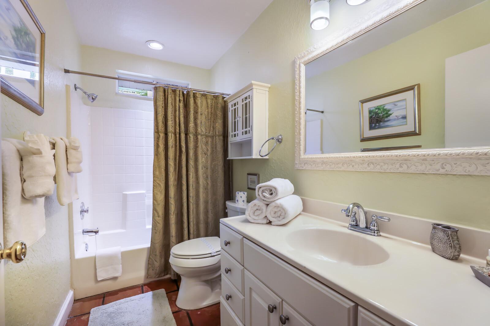 Palm villa ensuite bathroom