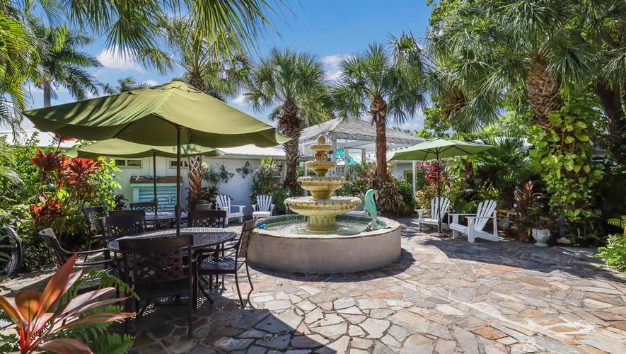 Island Garden Villas courtyard
